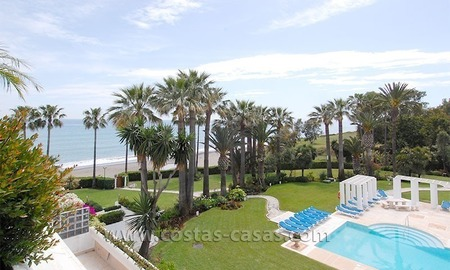 Luxury frontline penthouse apartment for sale, exclusive beachfront complex, New Golden Mile, Marbella - Estepona
