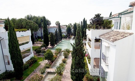 Beach apartment to buy in a complex in Marbella West