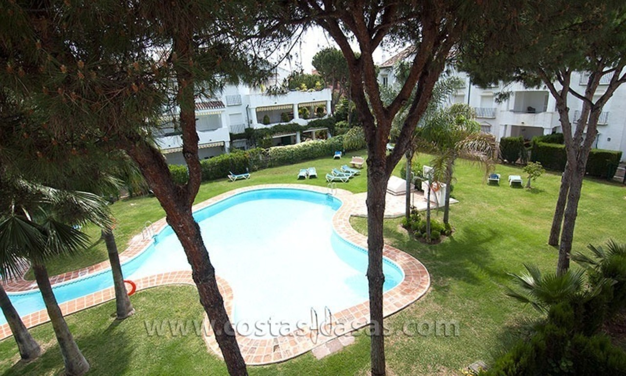 Beachside apartment for sale in a complex in Marbella West 12