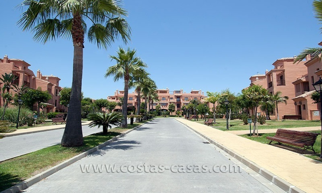 Beachside apartment for sale in a complex in Marbella West 2