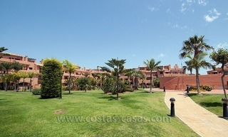 Beachside apartment for sale in a complex in Marbella West 4