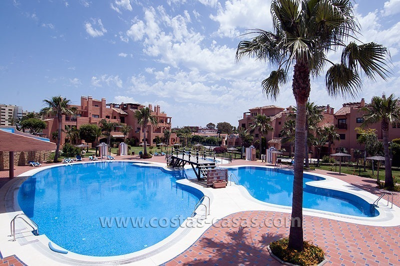 Beachside apartment for sale in a complex in Marbella West