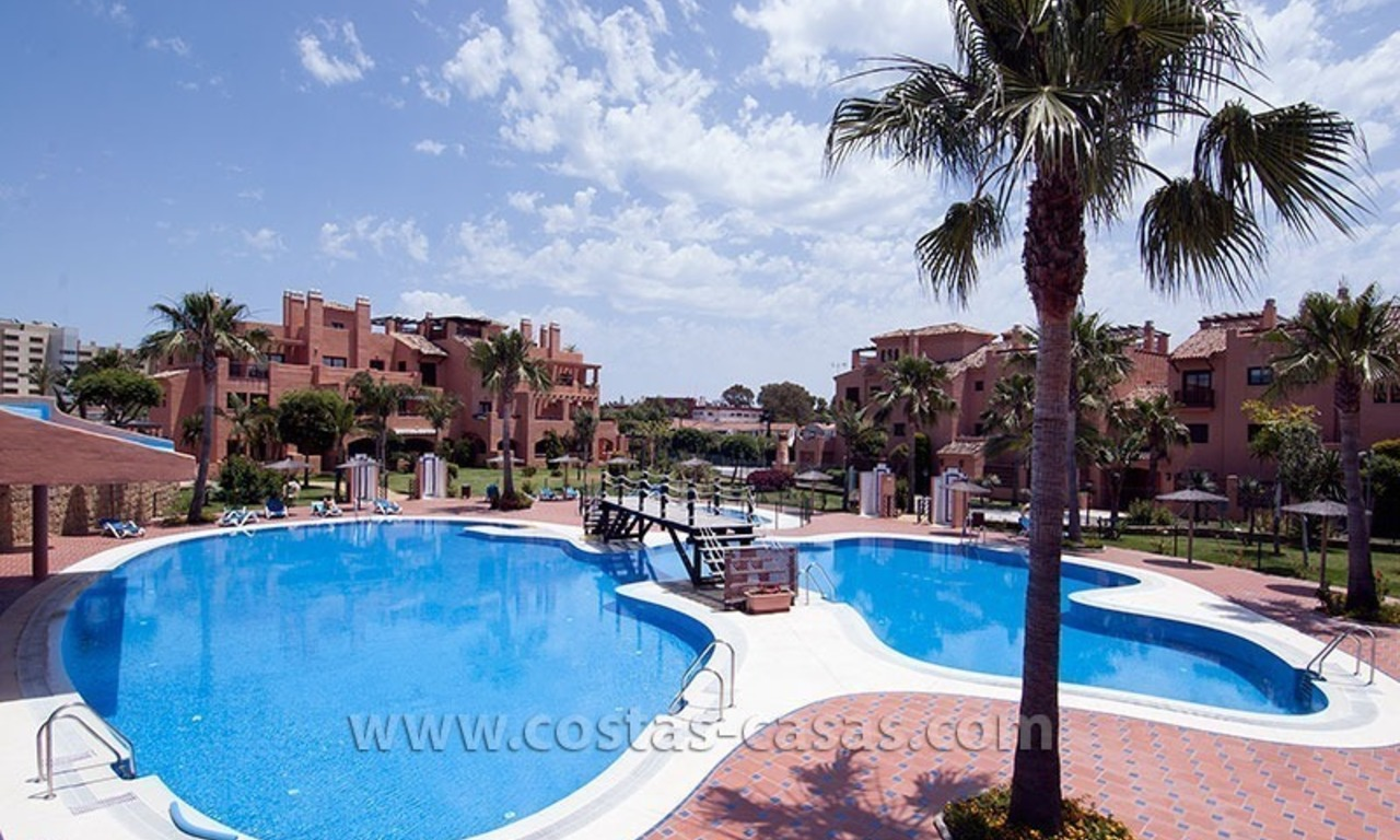 Beachside apartment for sale in a complex in Marbella West 0