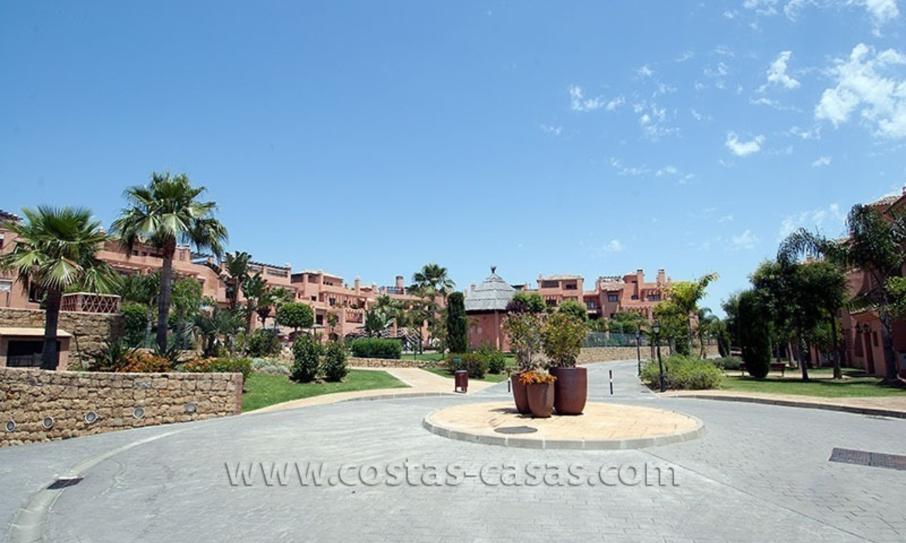 Beachside apartment for sale in a complex in Marbella West 6