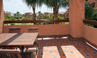 Beachside apartment for sale in a complex in Marbella West 1