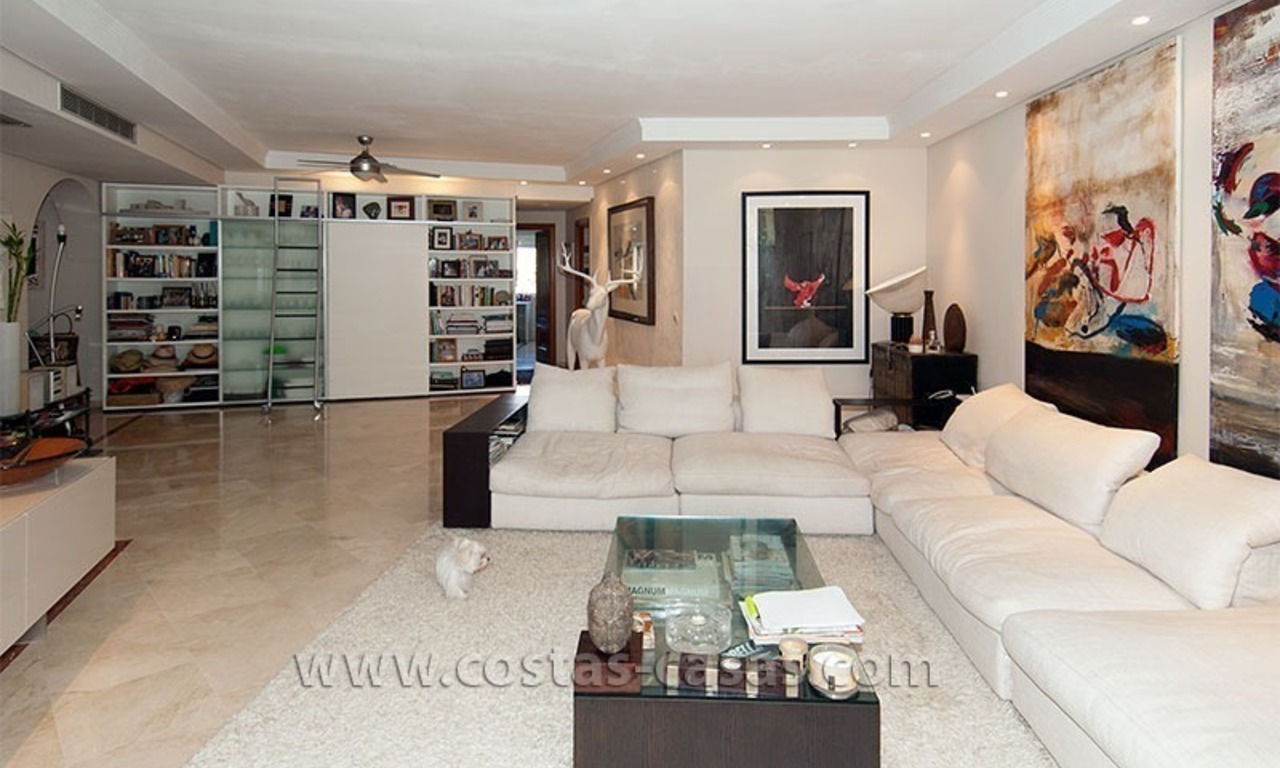 Luxury beachside apartment for sale in beachfront complex, New Golden Mile, Marbella - Estepona 2