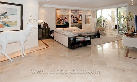 Luxury beachside apartment for sale in beachfront complex, New Golden Mile, Marbella - Estepona 3