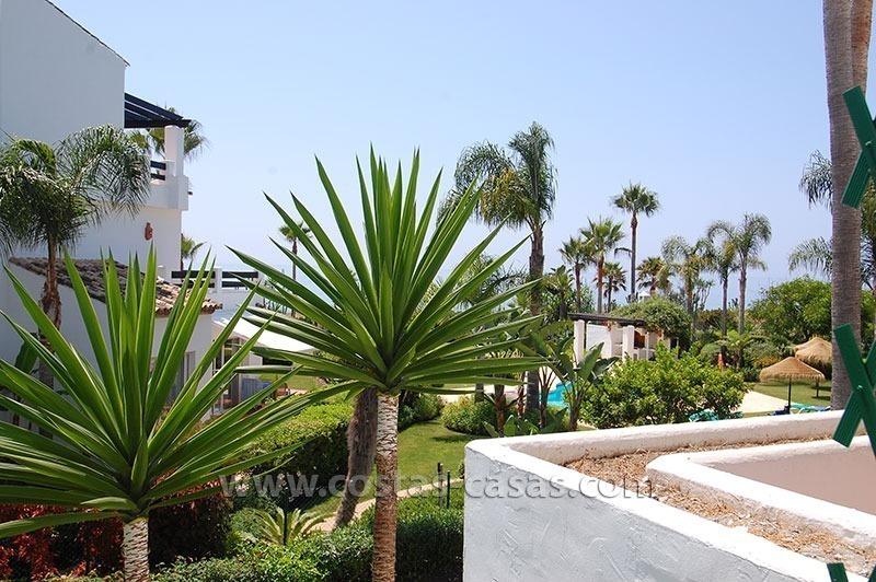 Beachside apartment for sale in beachfront complex, New Golden Mile, Marbella - Estepona