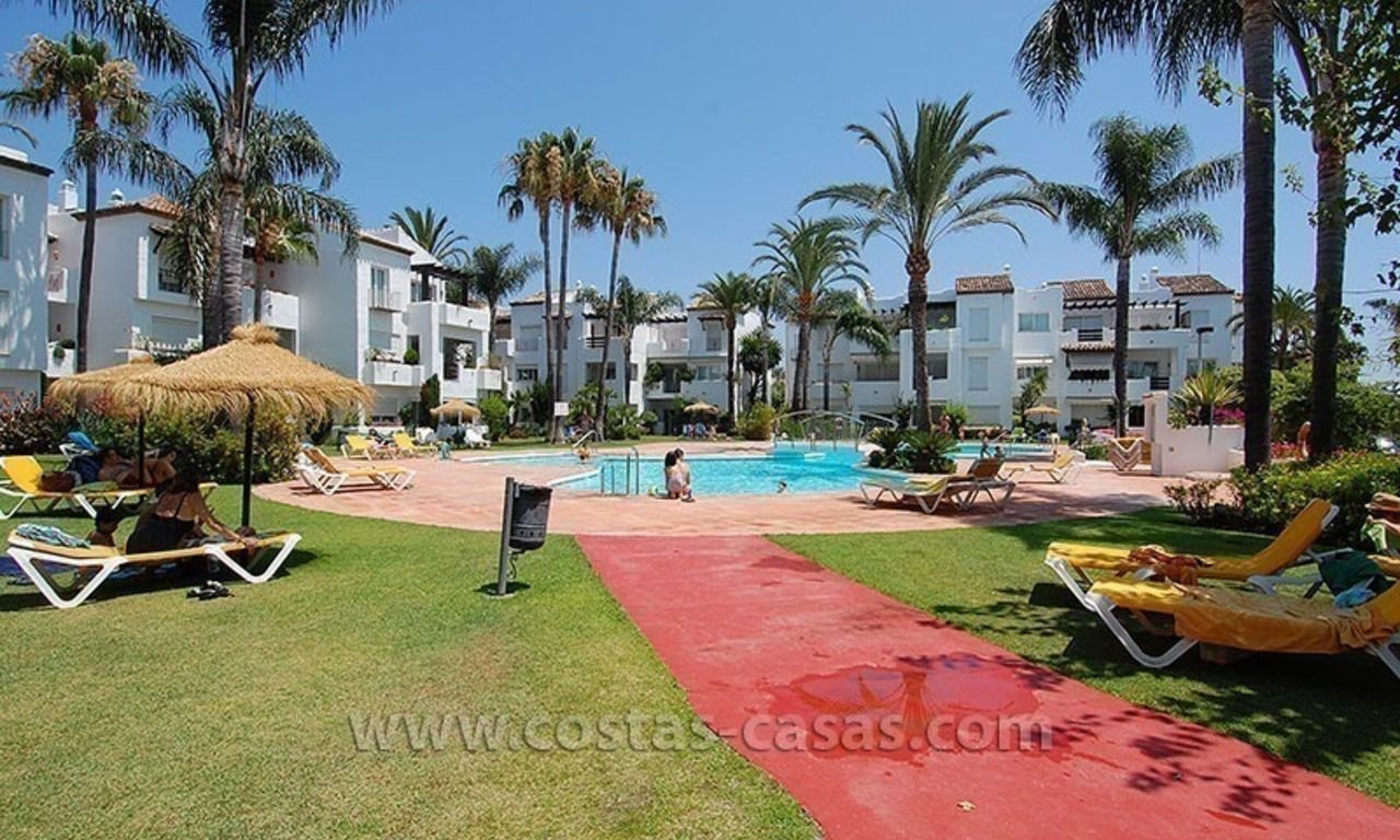 Beachside apartment for sale in beachfront complex, New Golden Mile, Marbella - Estepona 9