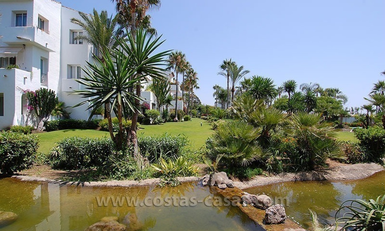 Beachside apartment for sale in beachfront complex, New Golden Mile, Marbella - Estepona 12