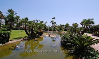 Beachside apartment for sale in beachfront complex, New Golden Mile, Marbella - Estepona 13