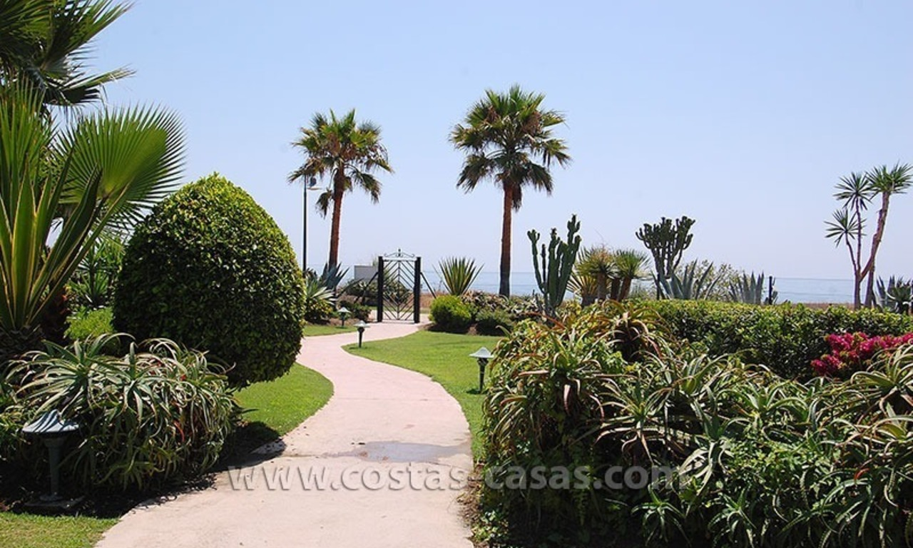 Beachside apartment for sale in beachfront complex, New Golden Mile, Marbella - Estepona 14