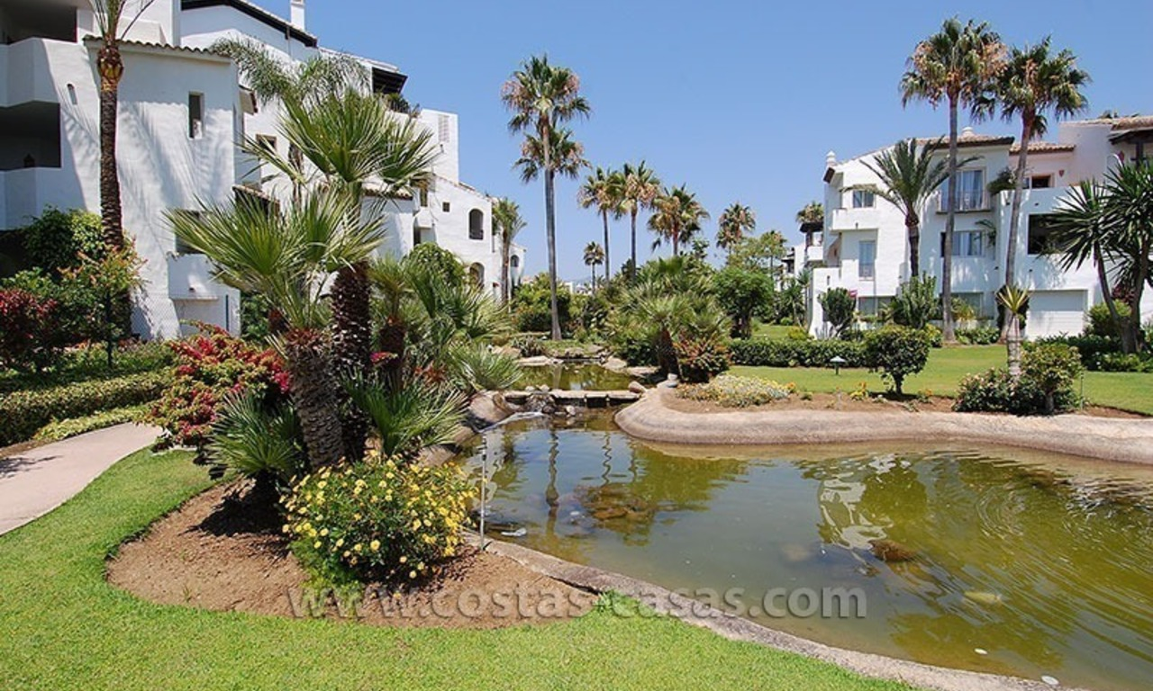 Beachside apartment for sale in beachfront complex, New Golden Mile, Marbella - Estepona 15