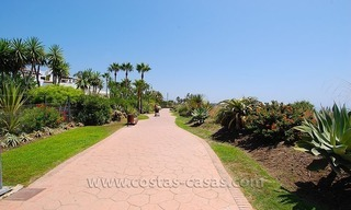 Beachside apartment for sale in beachfront complex, New Golden Mile, Marbella - Estepona 17