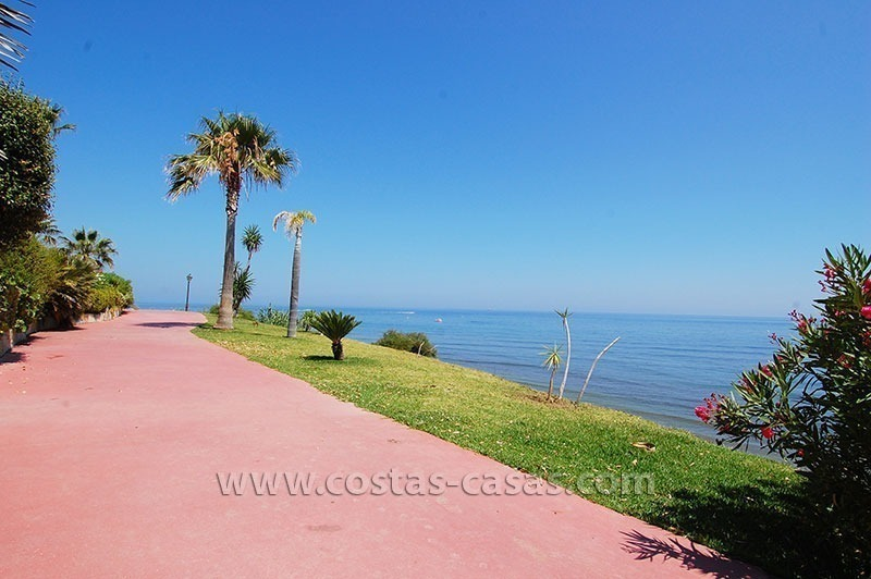 Townhouse for sale in beachfront complex in Estepona