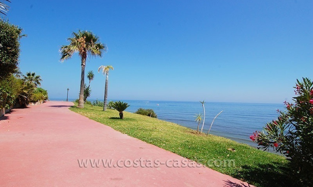 Townhouse for sale in beachfront complex in Estepona 0