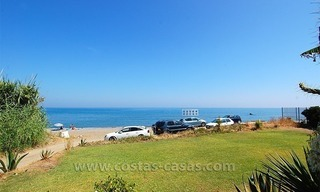Frontline beach townhouse for sale in a first line beach complex in Estepona 3