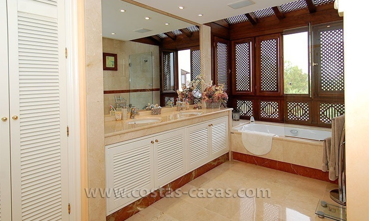 Beach penthouse for sale in Puerto Banús – Marbella 13