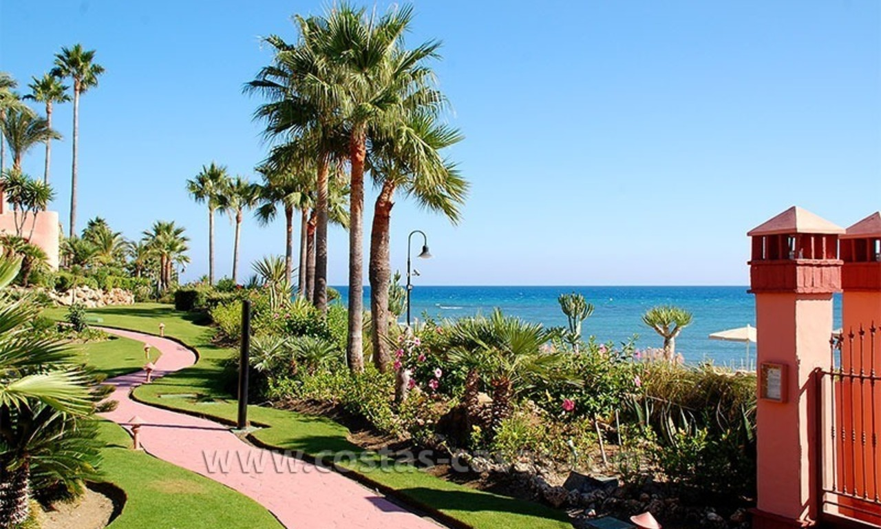 For holiday rent: Luxury frontline beach apartment, first line beach complex, New Golden Mile, Marbella - Estepona, Costa del Sol 23