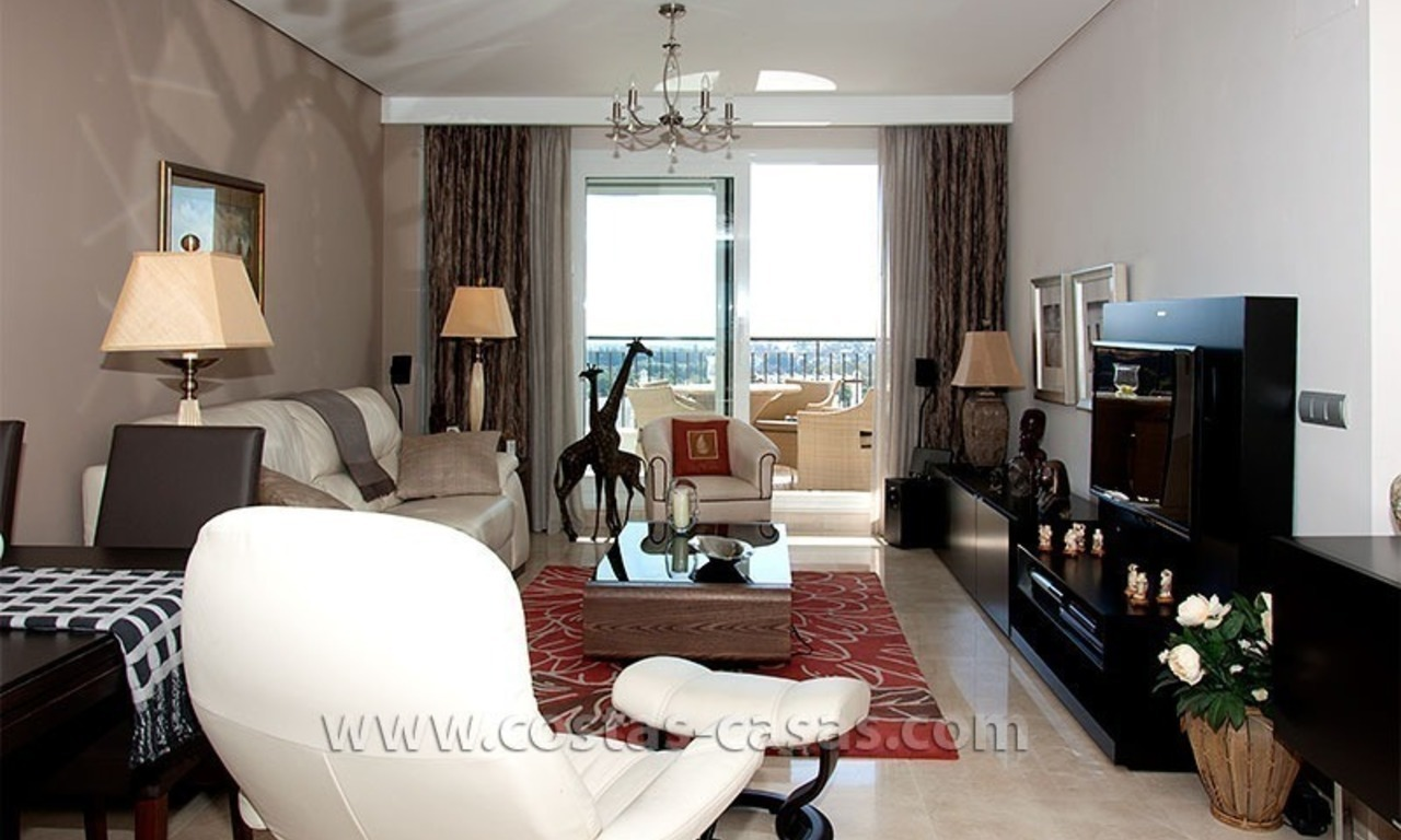 For Sale in the Marbella – Benahavís: First-Line Golf Apartment 6