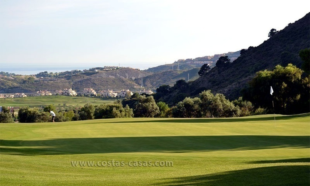 For Sale in Marbella – Benahavís: Apartment on the Golfcourse 32