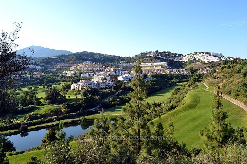 For Sale in Marbella – Benahavís: Apartment on the Golfcourse