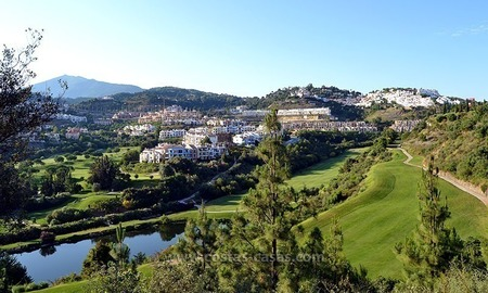 For Sale in Marbella – Benahavís: Apartment on the Golfcourse 0