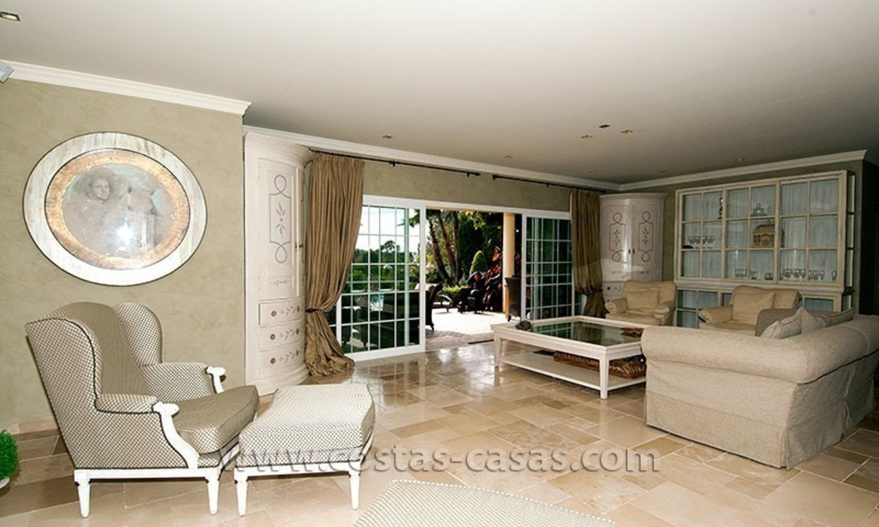 For Sale: First Line Golf Villa in Nueva Andalucía, Marbella 11