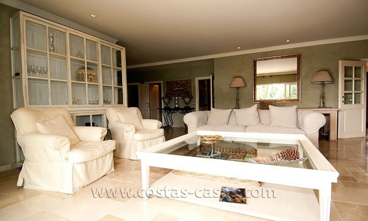 For Sale: First Line Golf Villa in Nueva Andalucía, Marbella 17