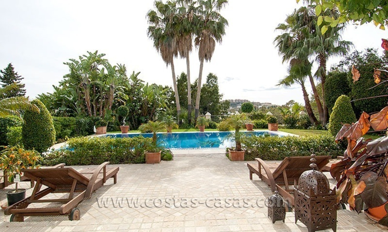 For Sale: First Line Golf Villa in Nueva Andalucía, Marbella 2