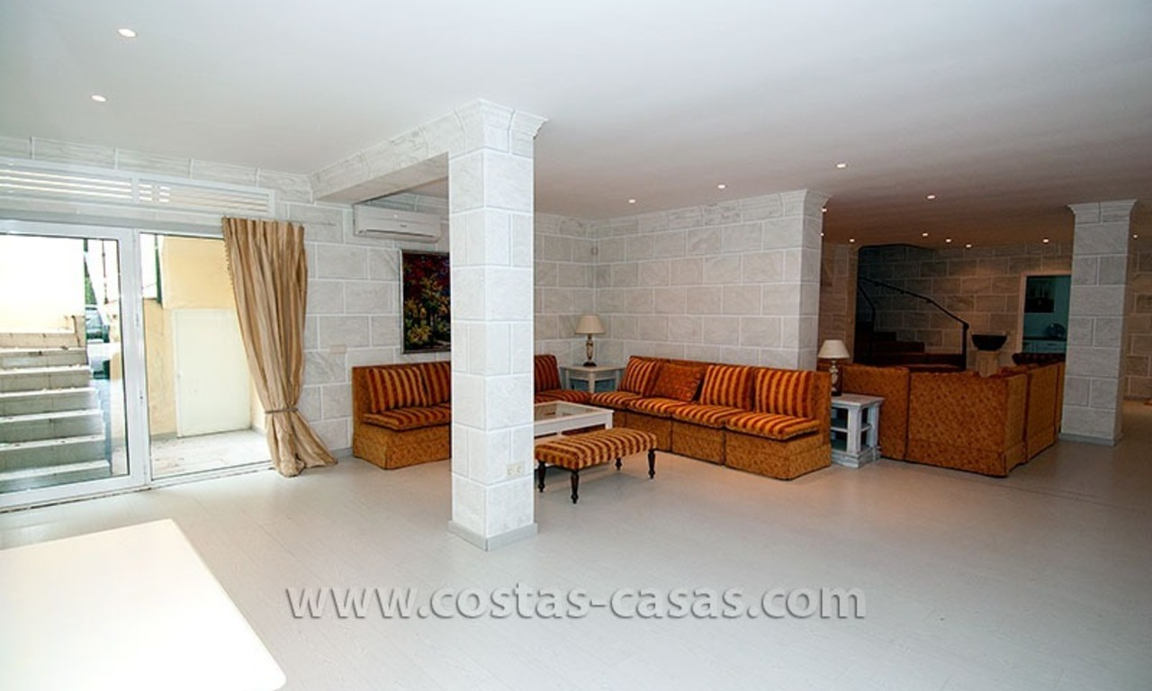 For Sale: First Line Golf Villa in Nueva Andalucía, Marbella 29