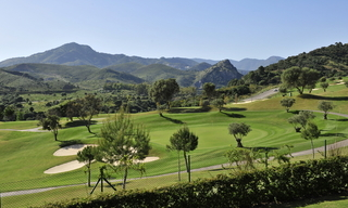 For Holiday Rent in the Marbella – Benahavís Area: Contemporary, Luxury Golf Apartment 31