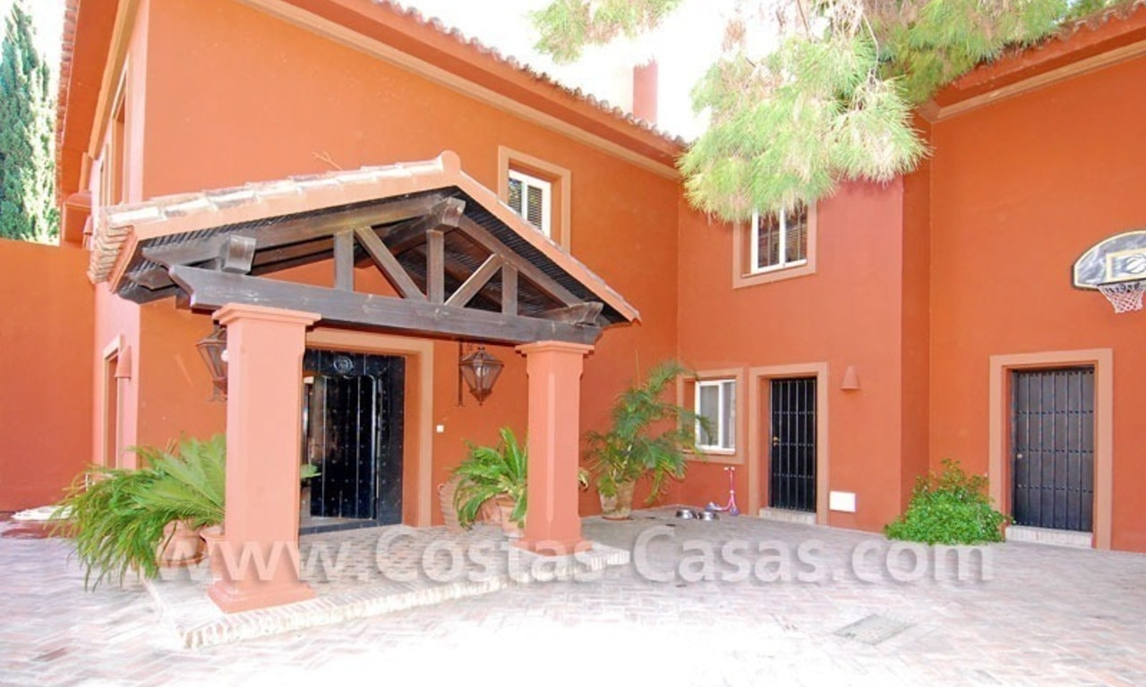 Rustic villa for rent on the Golden Mile in Marbella 11