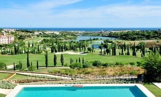 New Contemporary-style Luxury Vacation Apartment For Rent at Marbella-Benahavís Golf Resort on the Costa del Sol 19