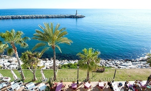 For sale: Seafront Corner Apartment in Puerto Banús, Marbella