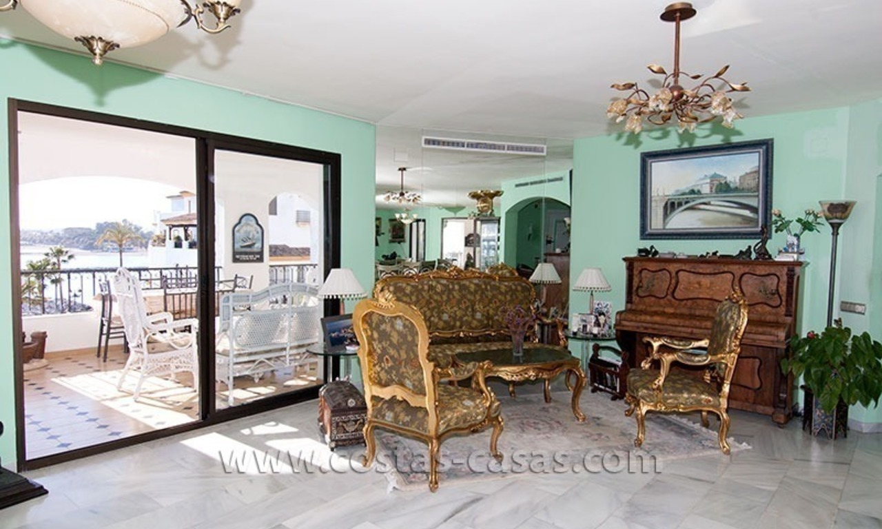 For sale: Seafront Corner Apartment in Puerto Banús, Marbella 8