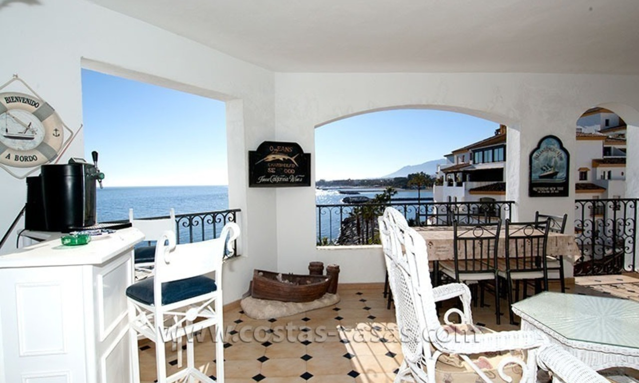 For sale: Seafront Corner Apartment in Puerto Banús, Marbella 4