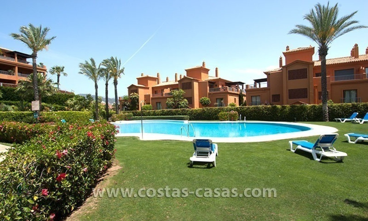 Opportunity! Luxury apartment for sale, with sea view, frontline golf complex in Marbella - Benahavis 12