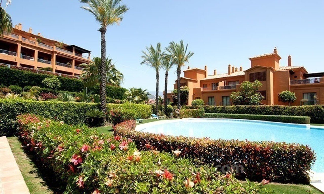 Opportunity! Luxury apartment for sale, with sea view, frontline golf complex in Marbella - Benahavis 15