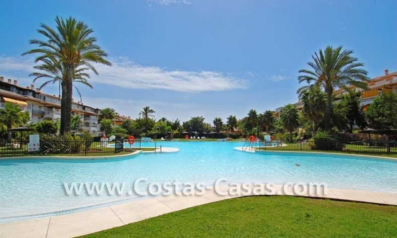 For sale: Apartment near Puerto Banús, Marbella 14