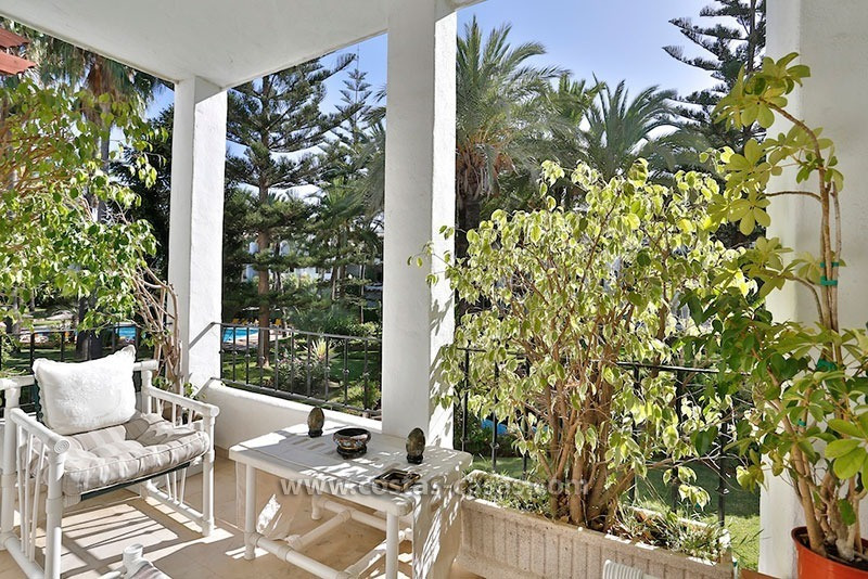 For Sale: Frontline Beach Apartment in San Pedro de Alcántara, Marbella 2