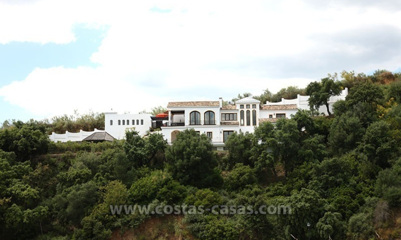 For Sale: Classic Villa at Country Club in Benahavís, Marbella 25