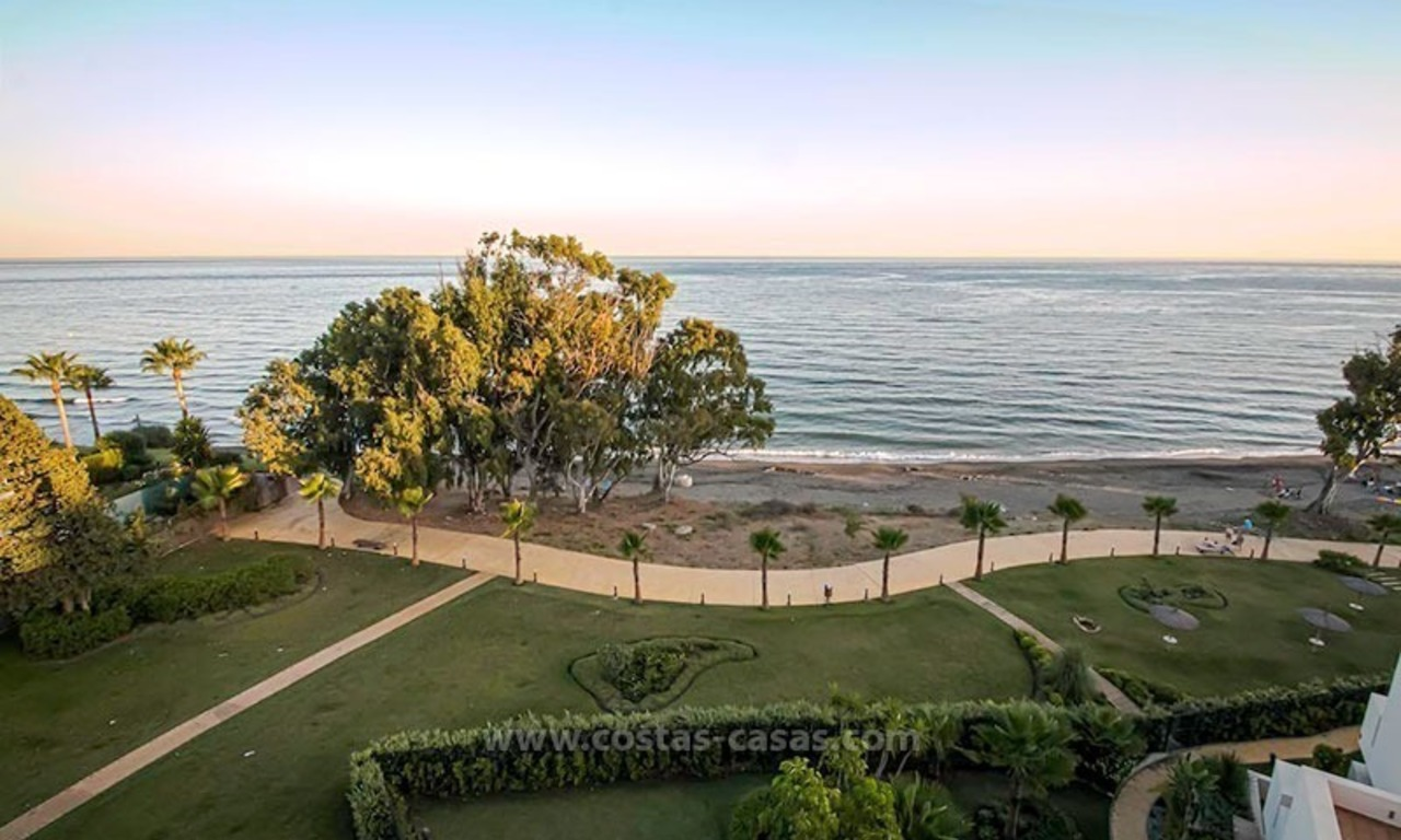 Resale: Exclusive Beachfront Modern Penthouse, New Golden Mile, Marbella – Estepona 18