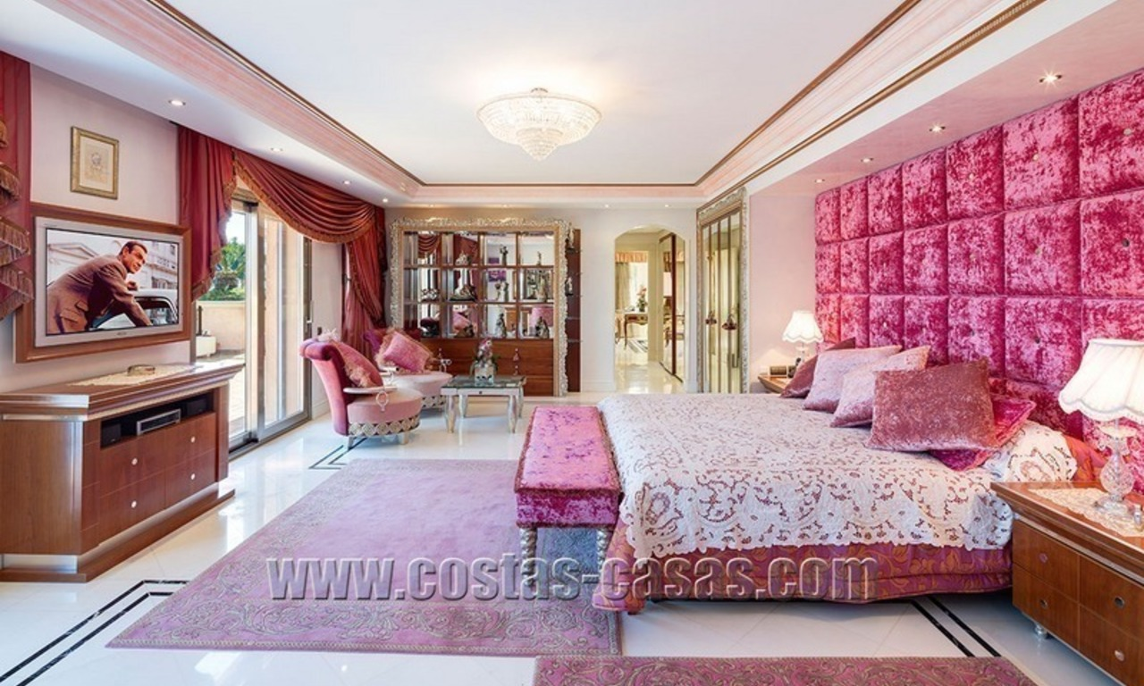 Exclusive beachfront penthouse for sale in Puerto Banus, Marbella 12