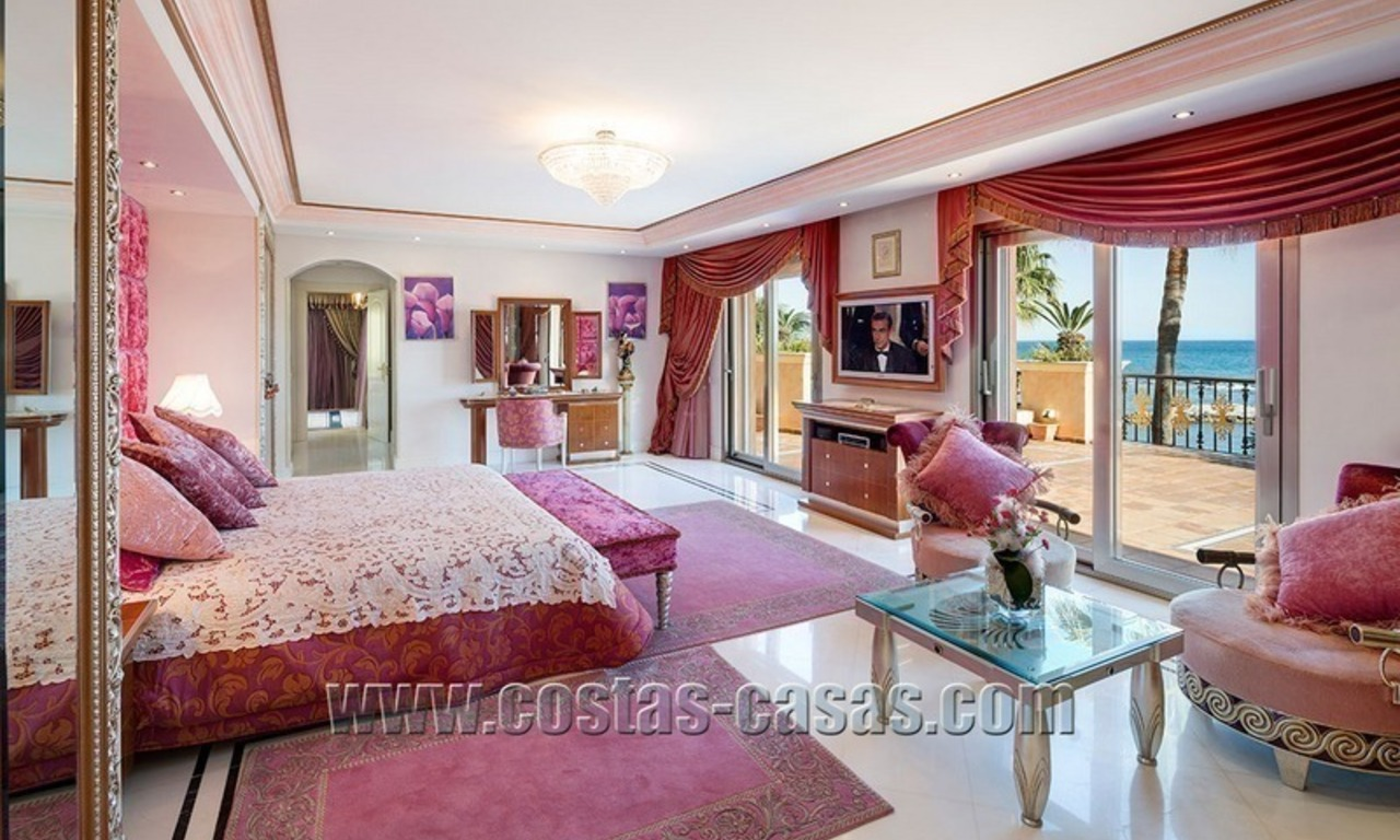 Exclusive beachfront penthouse for sale in Puerto Banus, Marbella 13