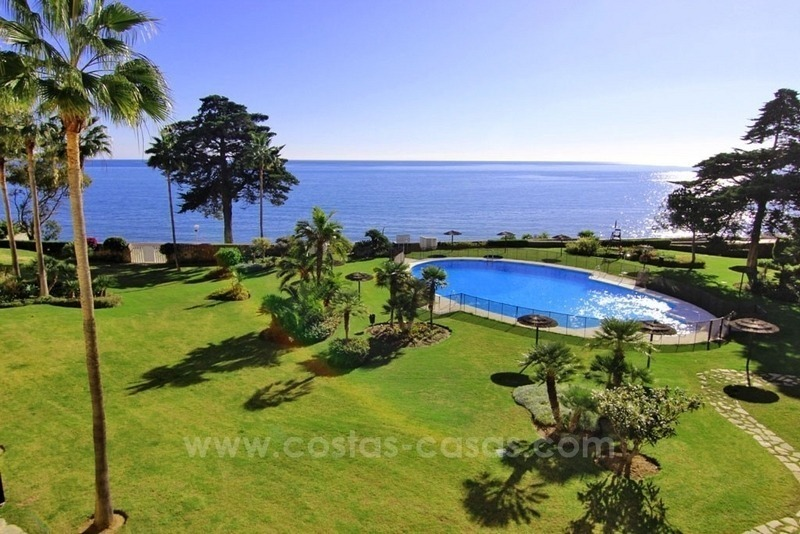 Beachfront apartment for sale, first line beach apartment complex, New Golden Mile, Marbella - Estepona