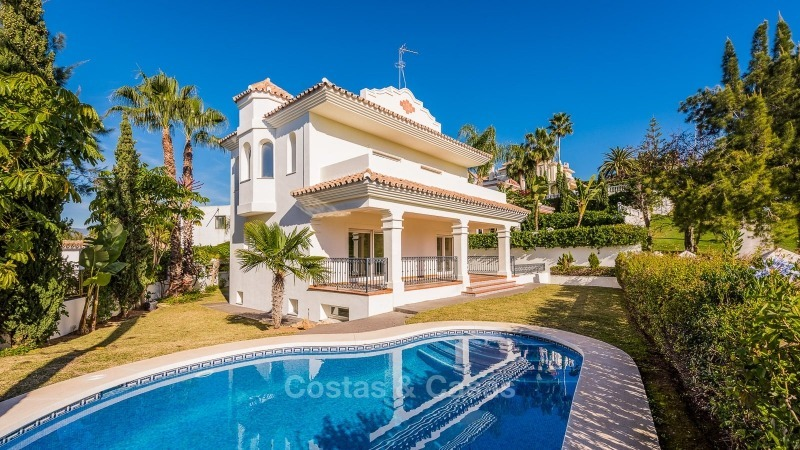 For Sale in San Pedro Marbella: Immaculate first line golf villa 10777