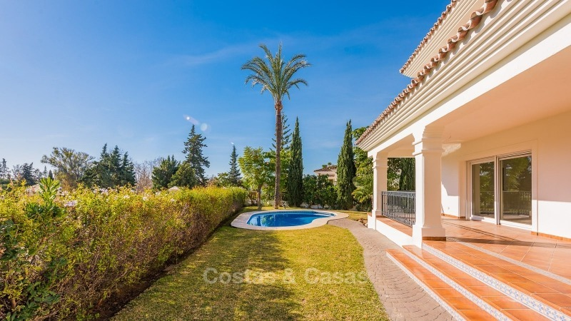 For Sale in San Pedro Marbella: Immaculate first line golf villa 10779