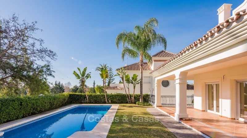 For Sale in San Pedro Marbella: Immaculate first line golf villa 10780