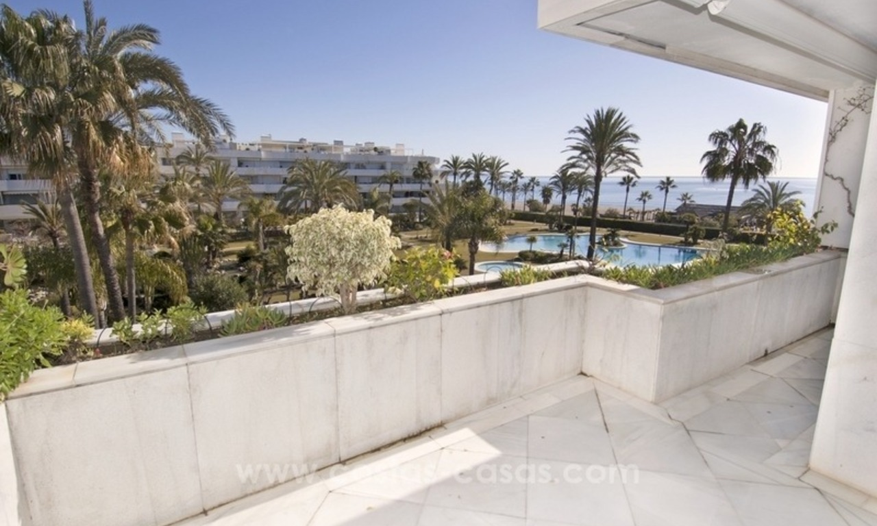 Exclusive apartment for sale in a beachfront complex in Puerto Banús - Marbella 4